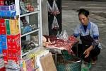 Für uns ungewohnt - der Verkauf von Fleisch direkt an der Straße und ohne Kühlung.