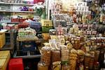 Reichhaltiges Angebot an Bohnen, Nüssen etc.
