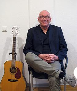 Helmut Schnieders liebt Musik und möchte sie auch älteren Menschen näher bringen