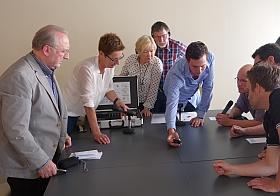 Mitglieder des Beirates und Mitarbeiter der Stadtverwaltung wurden sachkundig in die Funktionsweise und Bedienung der Geräte eingewiesen.