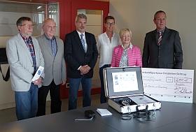 Sponsoren und Beirat präsentierten stolz die neue universell einsetzbare mobile Höranlage.